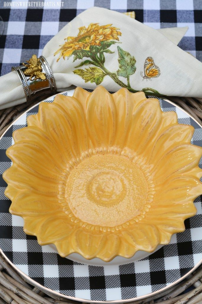 Alfresco Table with Sunflowers and Black and White Check | ©homeiswheretheboatis.net #tablesetting #alfresco #summer #sunflowers #BuffaloCheck