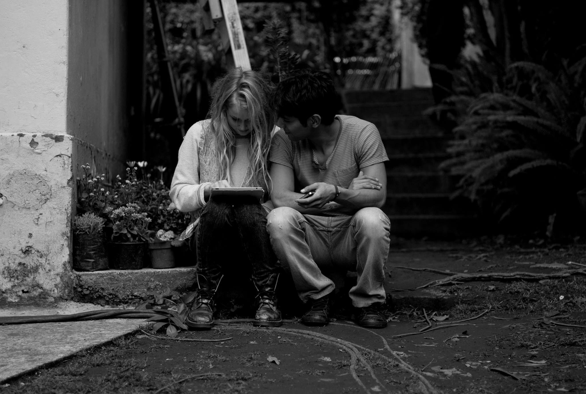 """""""El amor llega así,sin quererlo,sin buscarlo,sin esperarlo,solo llega... tómalo ahí esta,es tuyo, de nosotros..."""