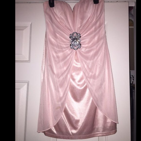 Light pink dress with silver clasp Beautiful dress! Worn once! Stunning on! Dresses