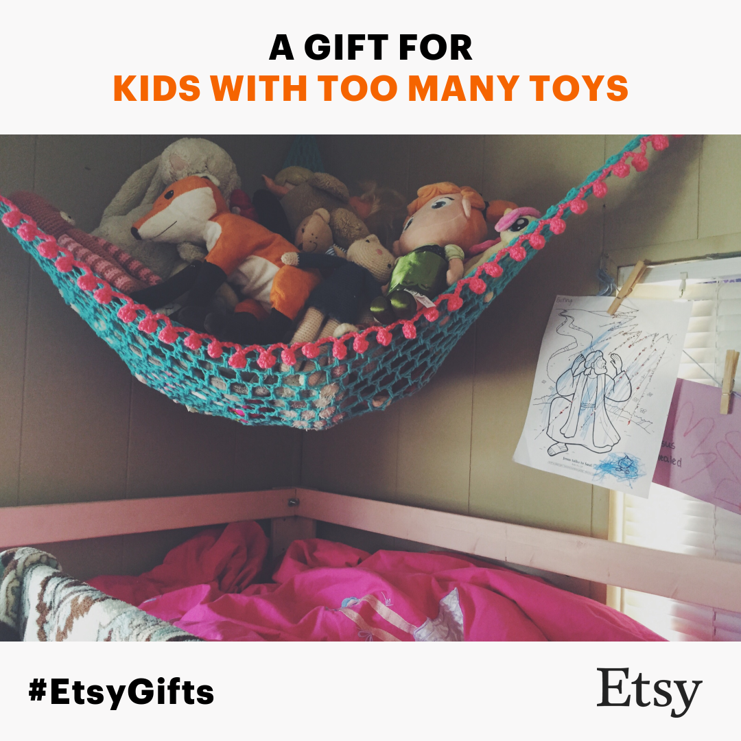 Know a kid with too many toys? More like who doesn't? Haha.. Stuffed animals can get overwhelming! Give the gift of organization this holiday season with a personalized crochet hammock. #Christmas #gift #storage #kidsroom