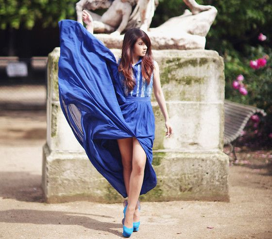 We love the flow of the cobalt dress, and those amazing Nicholas Kirkwood Mermaid Shoes