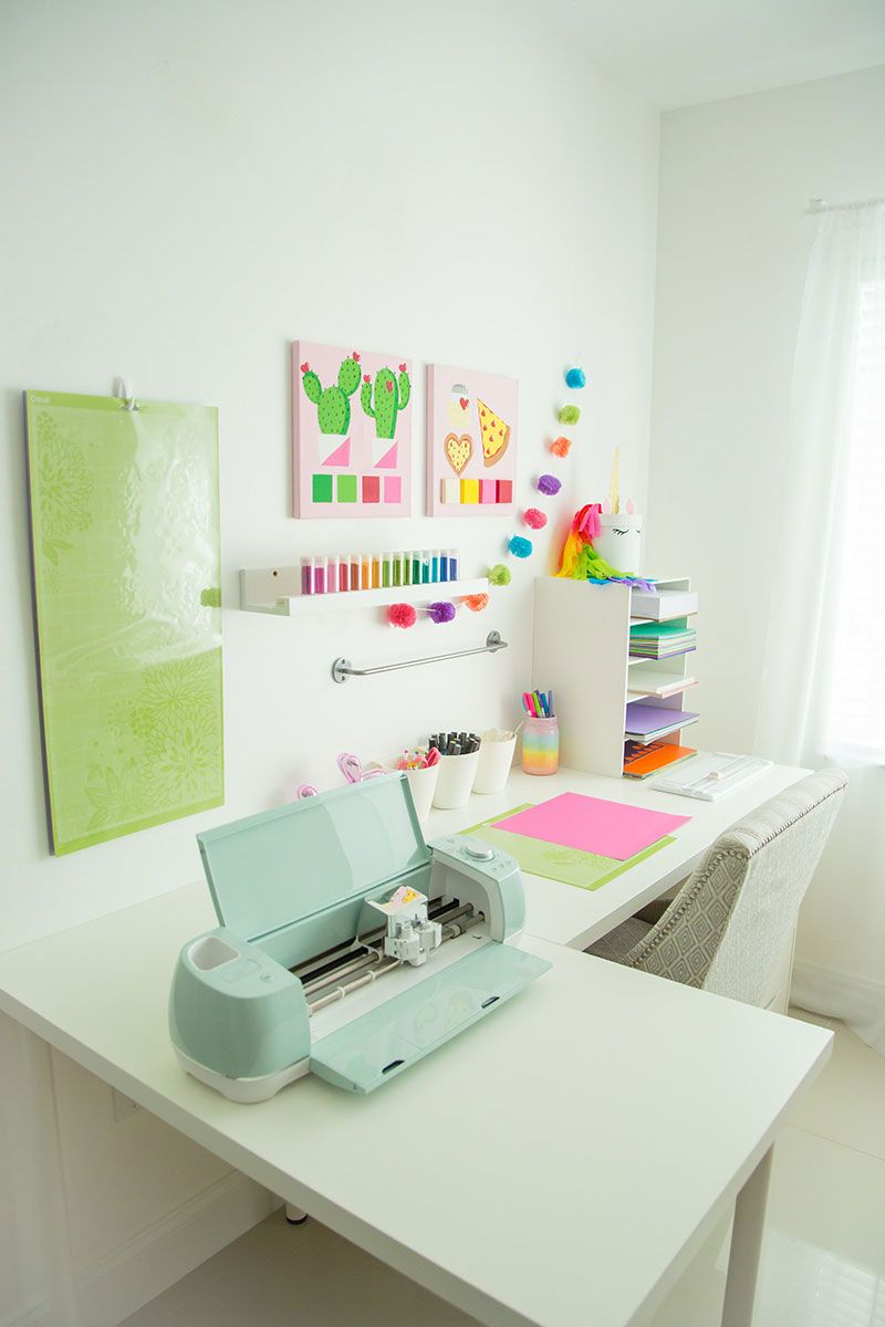 Organize Your Craft Room This Fall! is part of Craft room storage - Get some craft room organization ideas for cleaning things up this fall!