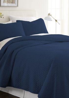Luxury Inn Premium Ultra Soft Herring Pattern Quilted Coverlet Set Navy King California King In 2019 Tranquil Bedroom Luxury Inn Home