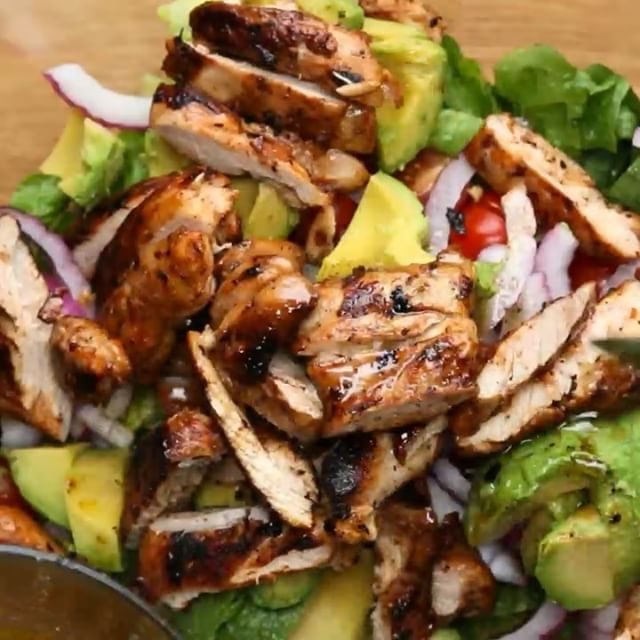 Honey-Lime Chicken And Avocado Salad INGREDIENTS 4 boneless chicken thighs 1 head romaine lettuce, chopped ½ cup cherry or grape…