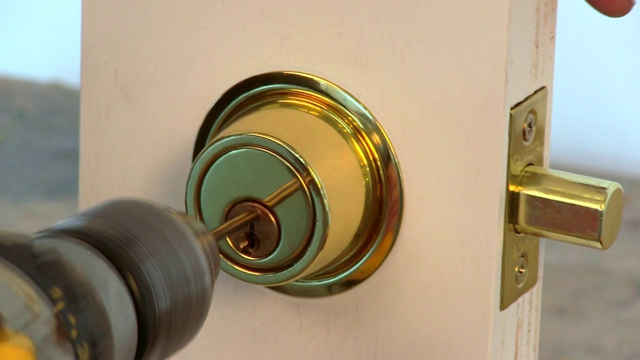 Destructable How To Drill Open A Standard Door Lock With Images Locksmith Locksmith Services Barnsley