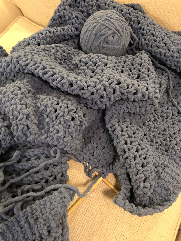 Chunky Knitted Throw | Knitted throws, Chunky yarn, Yarn ...