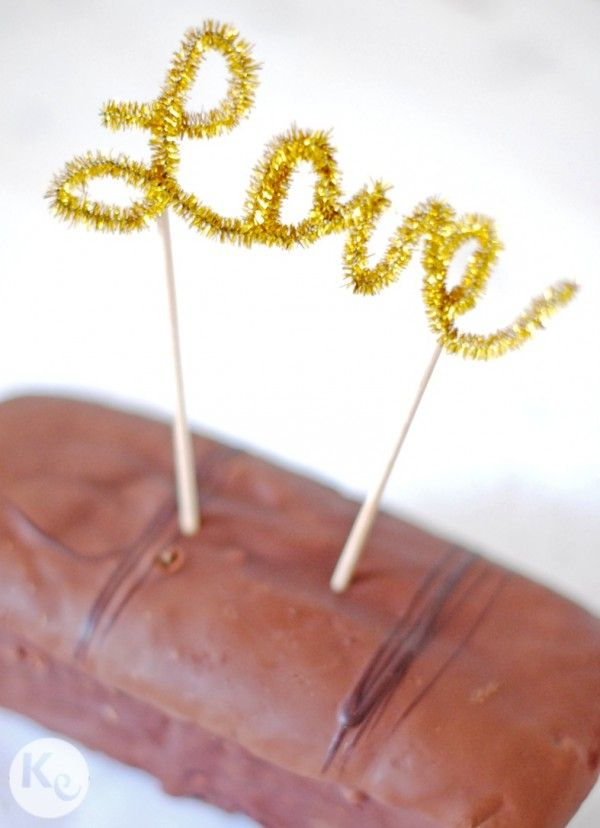 DIY. Calligraphic Cake Topper