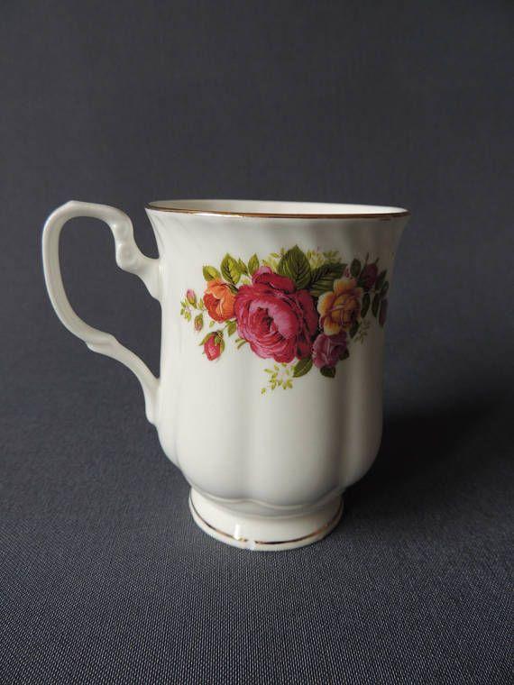 englische kaffeetasse gro rosendekor goldrand englisches porzellan rosendekor tassen und. Black Bedroom Furniture Sets. Home Design Ideas