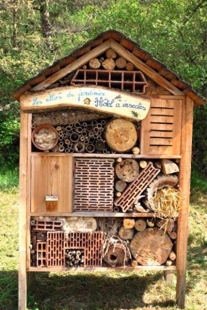 Zdjecie Nr 2 W Galerii Jak I Z Czego Zrobic Hotel Dla Owadow Domek Dla Zapylaczy Zrob To Sam Insect Hotel Hotel House Styles
