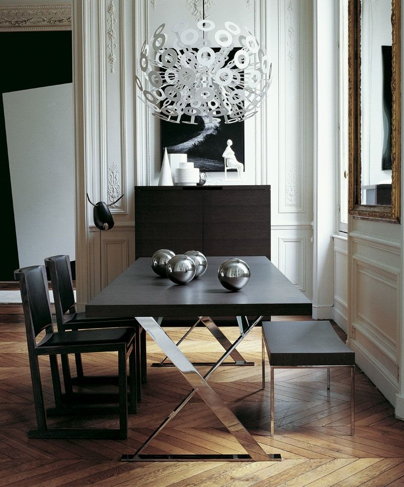 Modern rectangular dining table for 6 by Antonio Citterio for Maxalto. Black and silver is always a good choice for elegant interiors.