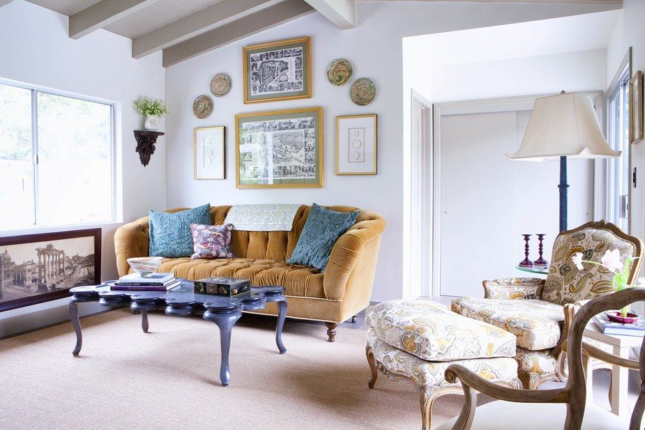 How A Designer Revamped This Crumbling 60 S Ranch In California Family Room Design Interior Design Living Room Family Room