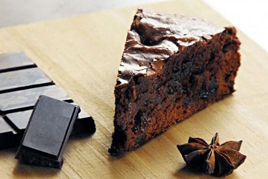 brownie de chocolate 60% com especiarias e passas