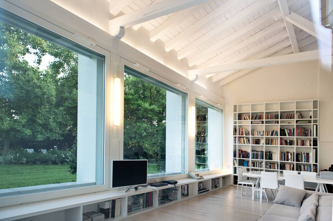 Interior design - Glass Cube Padova : Modern balcony, veranda & terrace by IMAGO DESIGN