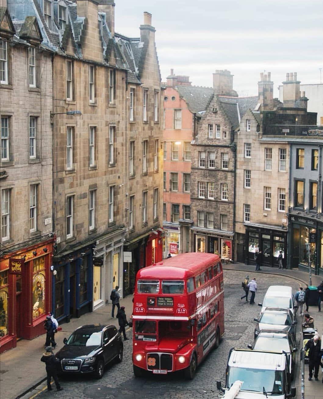 A busy and bustling West Bow, captured by @sarajvieira 😍 #ThisisEdinburgh #Edinphoto #Edinburgh