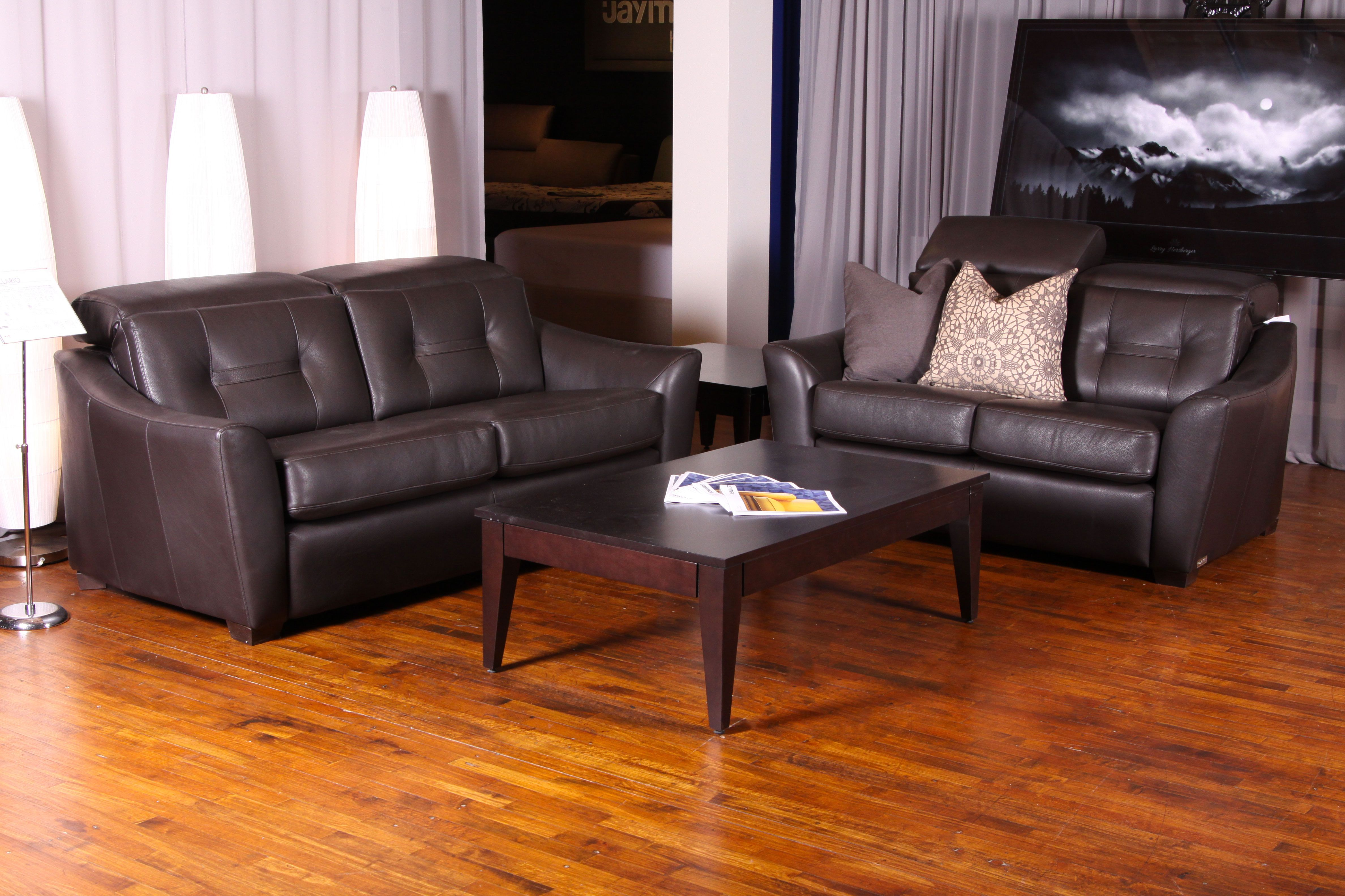 Clario Leather Sofa With Retractable Head Rest And Motorized Reclining Mechanism Sofa Made In Canada Mobilier Salon