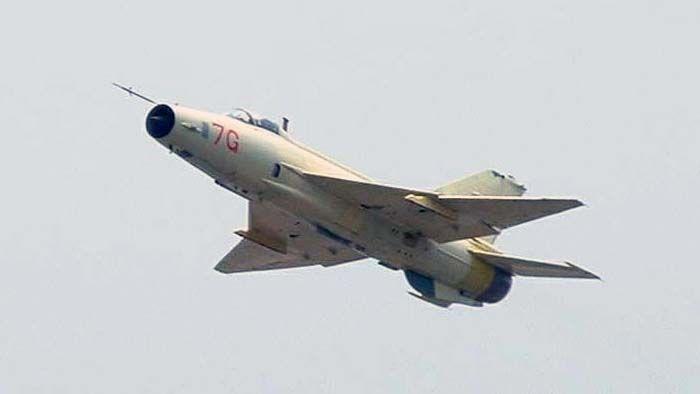 Resultado de imagem para Chengdu J-7