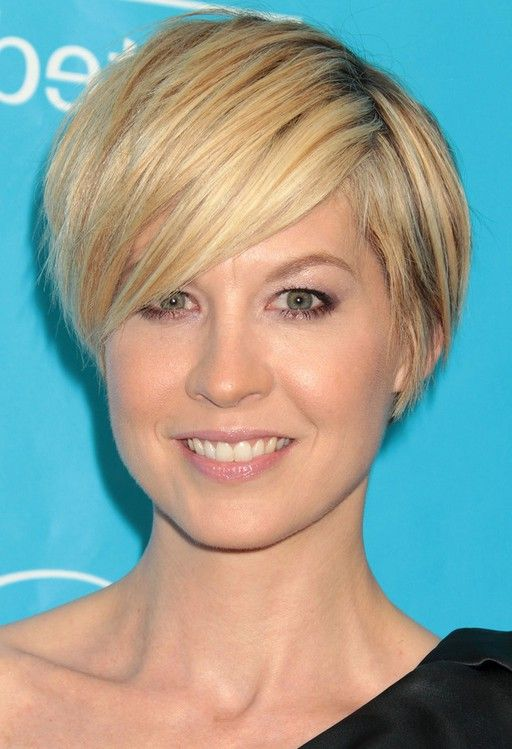pixie haircut with long side swept bangs elfman casual haircut with side swept bangs 3887 | ba3e3097c98522d757c3dad5749ff3e8