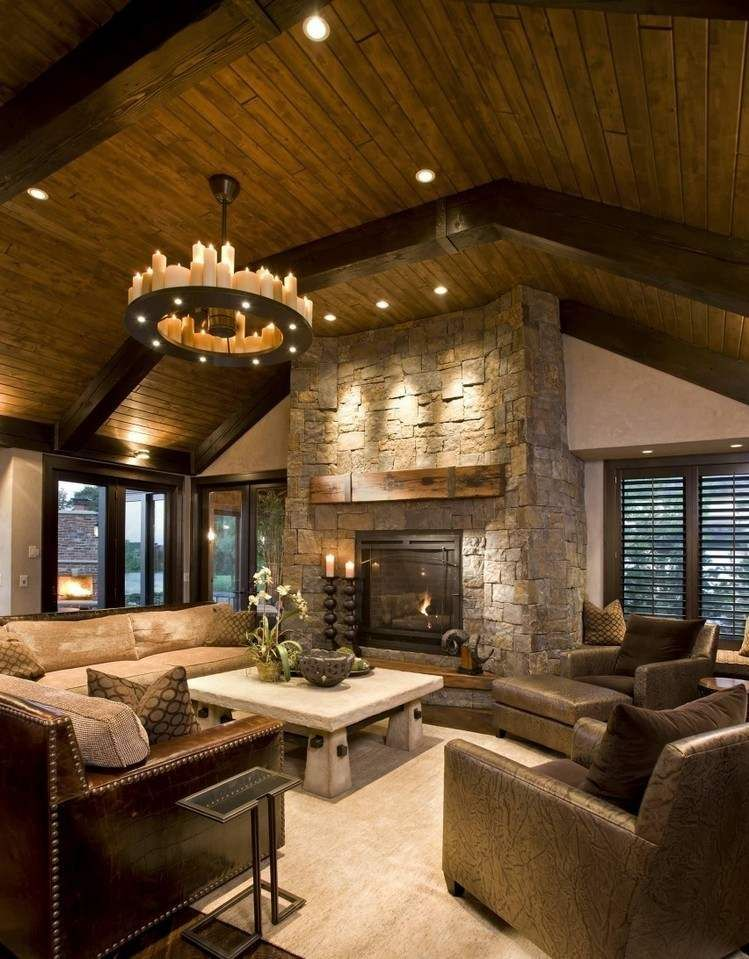 Bougies d co lustre chandelier plafond bois massif et habillage de chemin e en pierre - Deco cheminee interieur ...