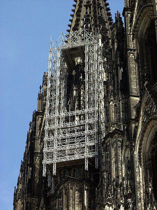 La Cathedrale De Cologne Lors Des Restaurations Qui Ont Permis A Anselm Kiefer De Recuperer Les Feuilles De Plo Cathedrale De Cologne Cathedrale Art Conceptuel