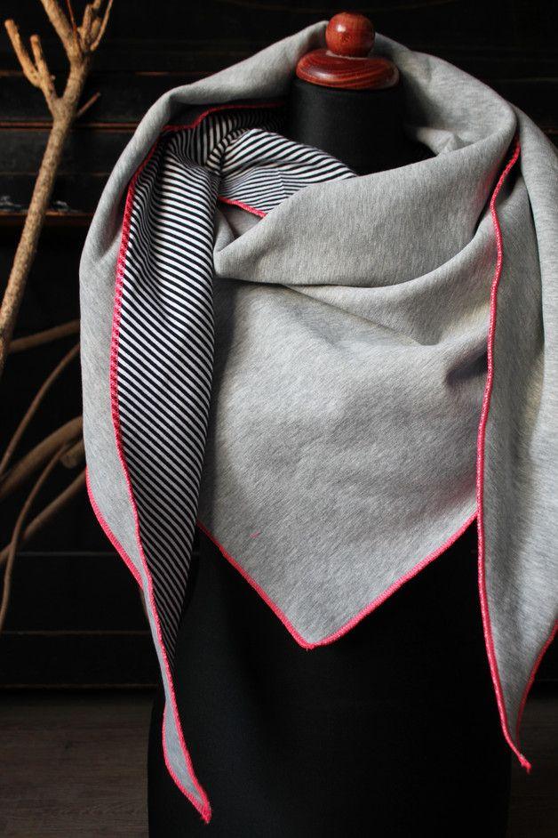 dreieckst cher xxl schal sweater oversize tuch ein designerst ck von marikn bei dawanda. Black Bedroom Furniture Sets. Home Design Ideas