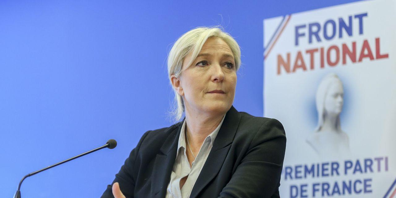 Pour Marine Le Pen, 'la reine d'Angleterre est plus utile que François Hollande'