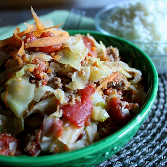 Smothered Cabbage with Ground Beef Tomatoes- A healthy delicious version of traditional smothered cabbage, this low carb/low calorie dish is a one-pot wonder that it sure to please! (only 2 Weight Watchers Points Plus Values per cup!)