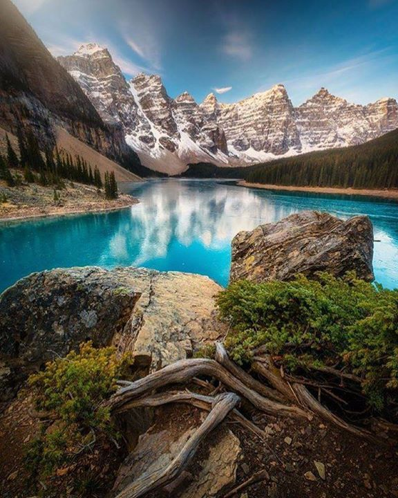 Hotels-live.com/cartes-virtuelles #MGWV #F4F #RT Moraine Lake Alberta Canada | Photography by  Patrick Di Fruscia (@difruscia) #EarthOfficial by earthofficial https://www.instagram.com/p/BAfwcHpt0Ul/