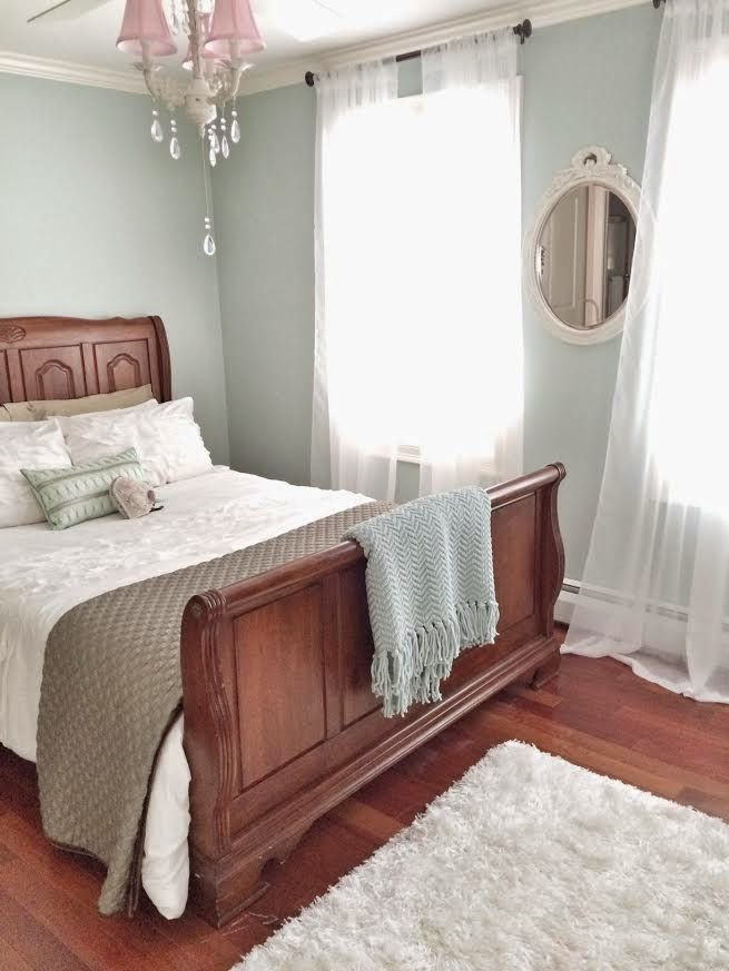 Maison Decor Shabby Chic Style With Dark Furniture Bedroom - Shabby chic bedroom with dark furniture