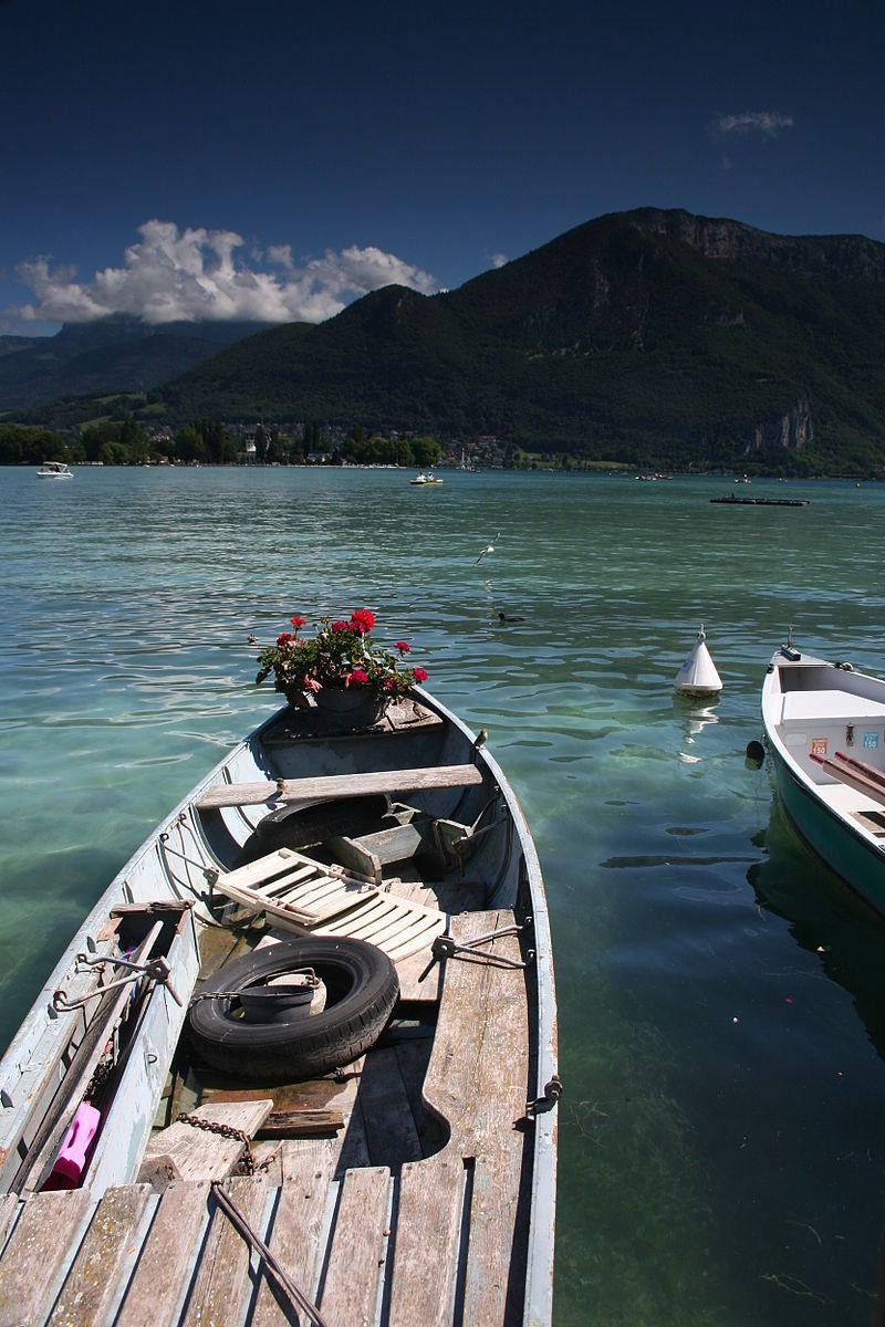 barque sur le lac d 39 annecy alpine lake annecy pinterest savoie annecy et haute savoie. Black Bedroom Furniture Sets. Home Design Ideas