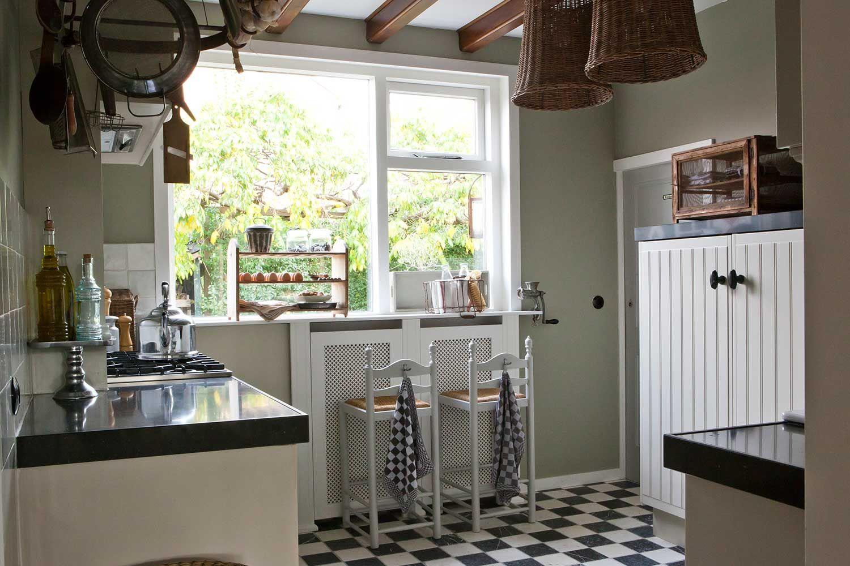 Authentieke landelijke hoeve landelijk wonen magazine landelijke keukens pinterest - Muurbekleding houten badkamer ...