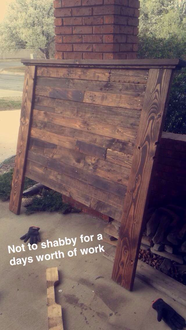 Diy pallet headboard pallet furniture and projects for Diy pallet headboard king