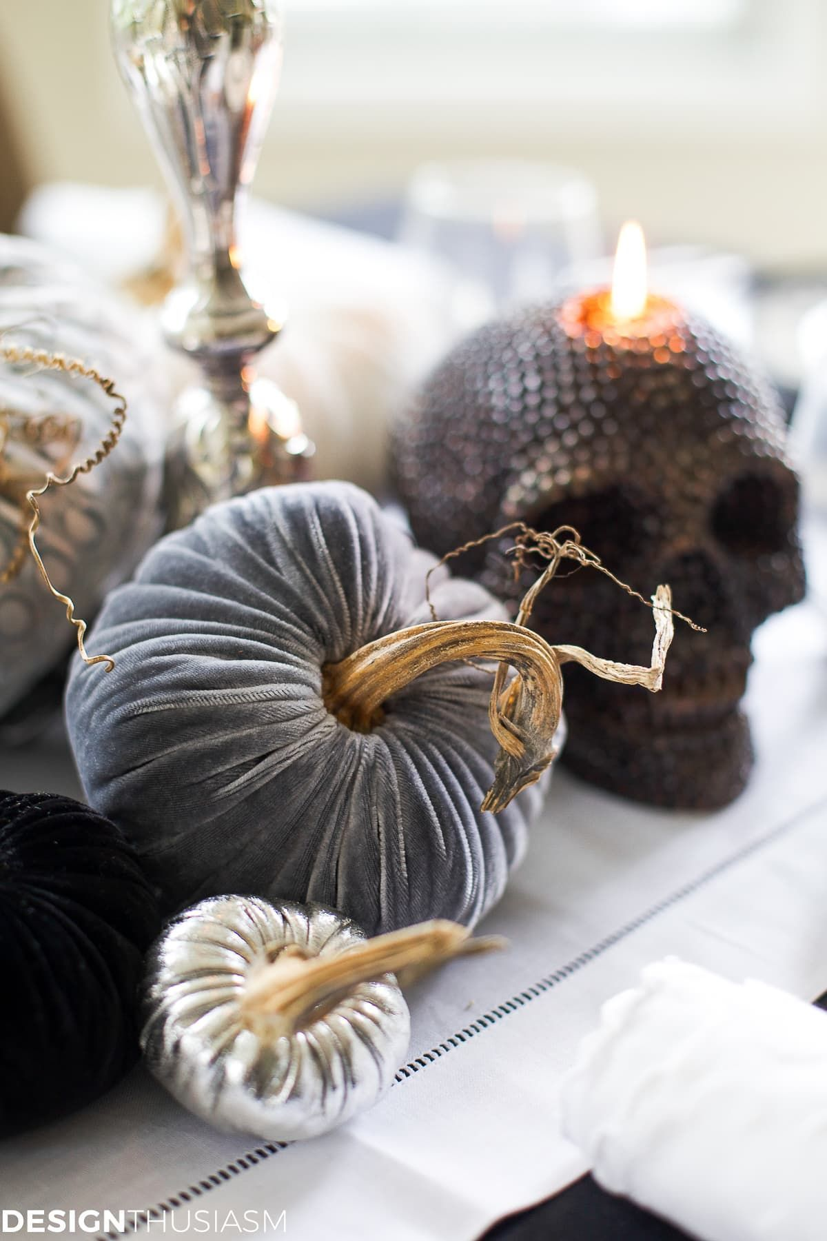 Halloween Decoration Ideas: How to Style Elegant Halloween Home Decor #eleganthalloweendecor Halloween Decorating | If you're looking for Halloween decor ideas but prefer elegant Halloween home decor, these Halloween decoration ideas are for you. ----- #halloweendecorations #halloweendecorideas #halloweenhousetour #halloweendecoratingideas #eleganthalloweendecorations #halloweenhousedecoration #halloweentabledecorations #halloweenparty #halloweentabledecor #halloweentablescapes #eleganthalloween #eleganthalloweendecor
