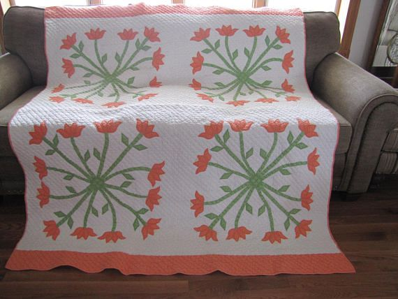 Extremely Rare Hand Pieced Vintage Quilt. Twirling Tulips Quilt from The 1930's. Immaculate Condition.