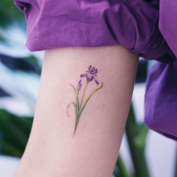 Which Floral Tattoo Is The Best 1 10 Studiobysol Saegeemtattoo Studiobysol Koreantattoo Koreanta Iris Tattoo Violet Tattoo Violet Flower Tattoos