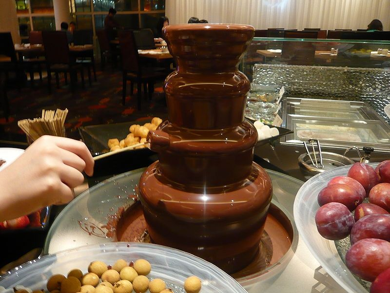 How Much Oil Should One Use in a Chocolate Fountain? | Chocolate fountain  recipes, Chocolate fondue fountain, Chocolate fondue bar