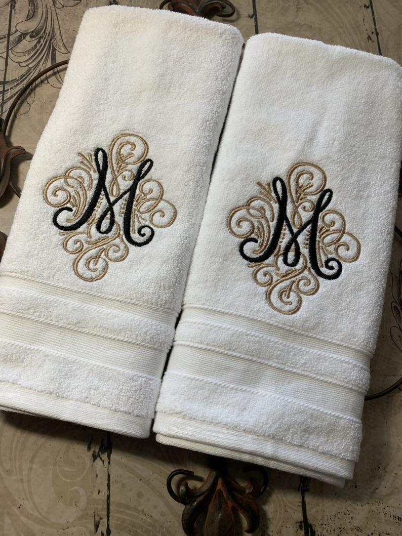 Monogrammed Luxury Bath Towel Set Hand Towels Wedding Gift Etsy In 2020 Bath Towels Luxury Monogrammed Bath Towels Monogram Towels