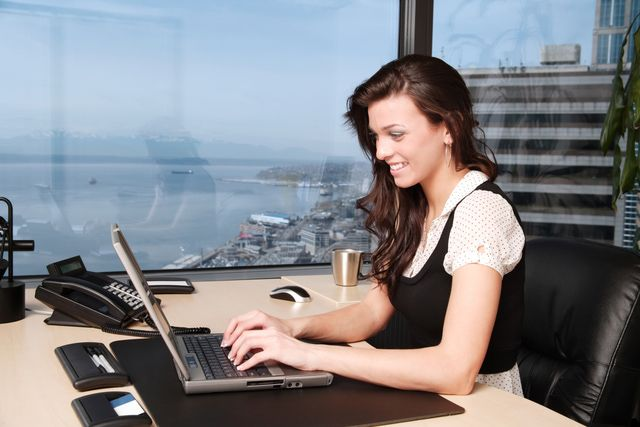 Self Employed Bad Credit Loans Get Instant Cash Loans Economic Help For Needy People With No Worries Mujer De Negocios Atuendo Profesional Poses Modelo