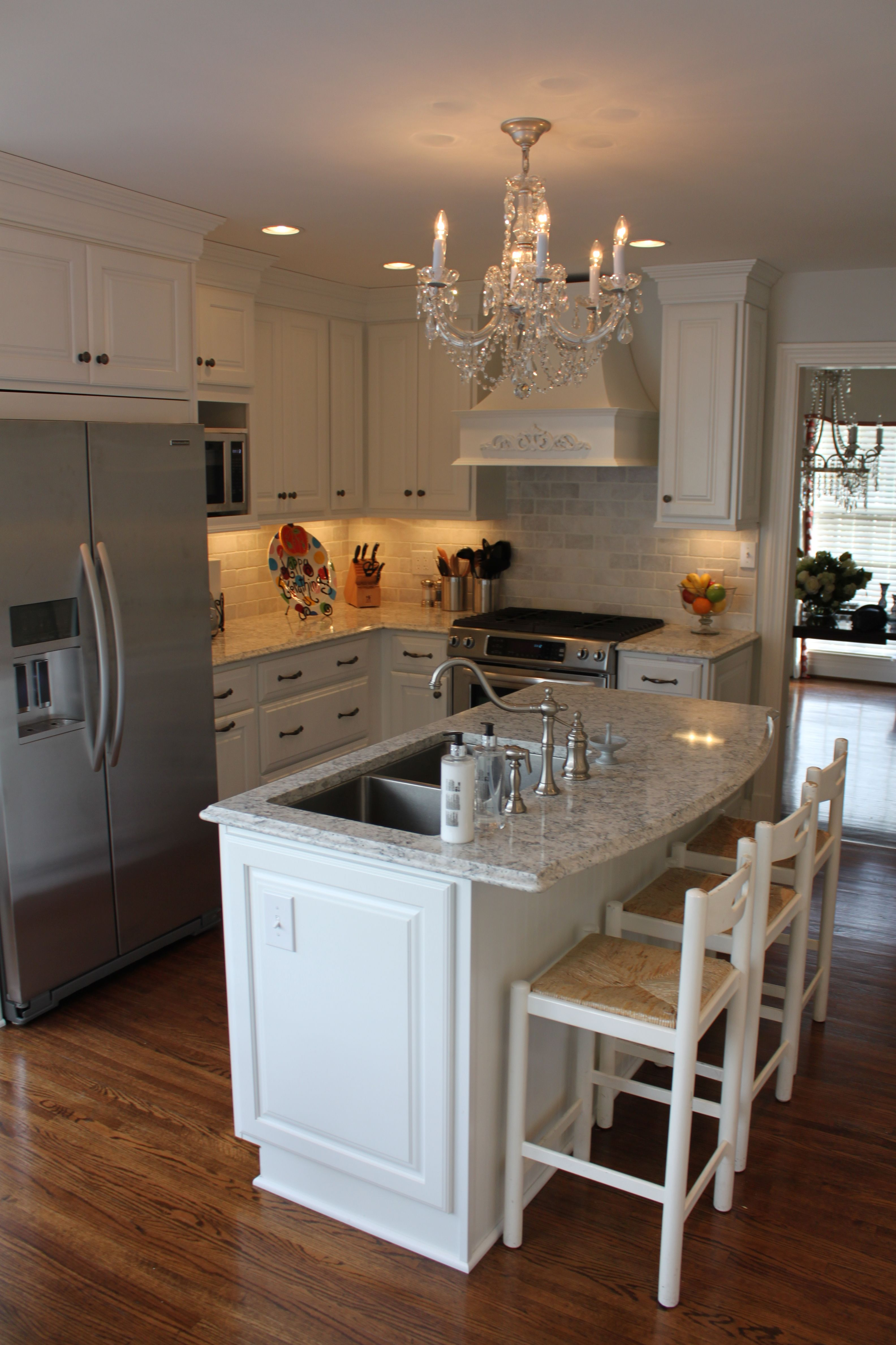 Pin By Sue Downey On Kitchen Custom Kitchen Cabinets Outdoor Kitchen Countertops Traditional Kitchen
