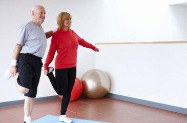 Упражнения от сколиоза: с фитболом в домашних 88