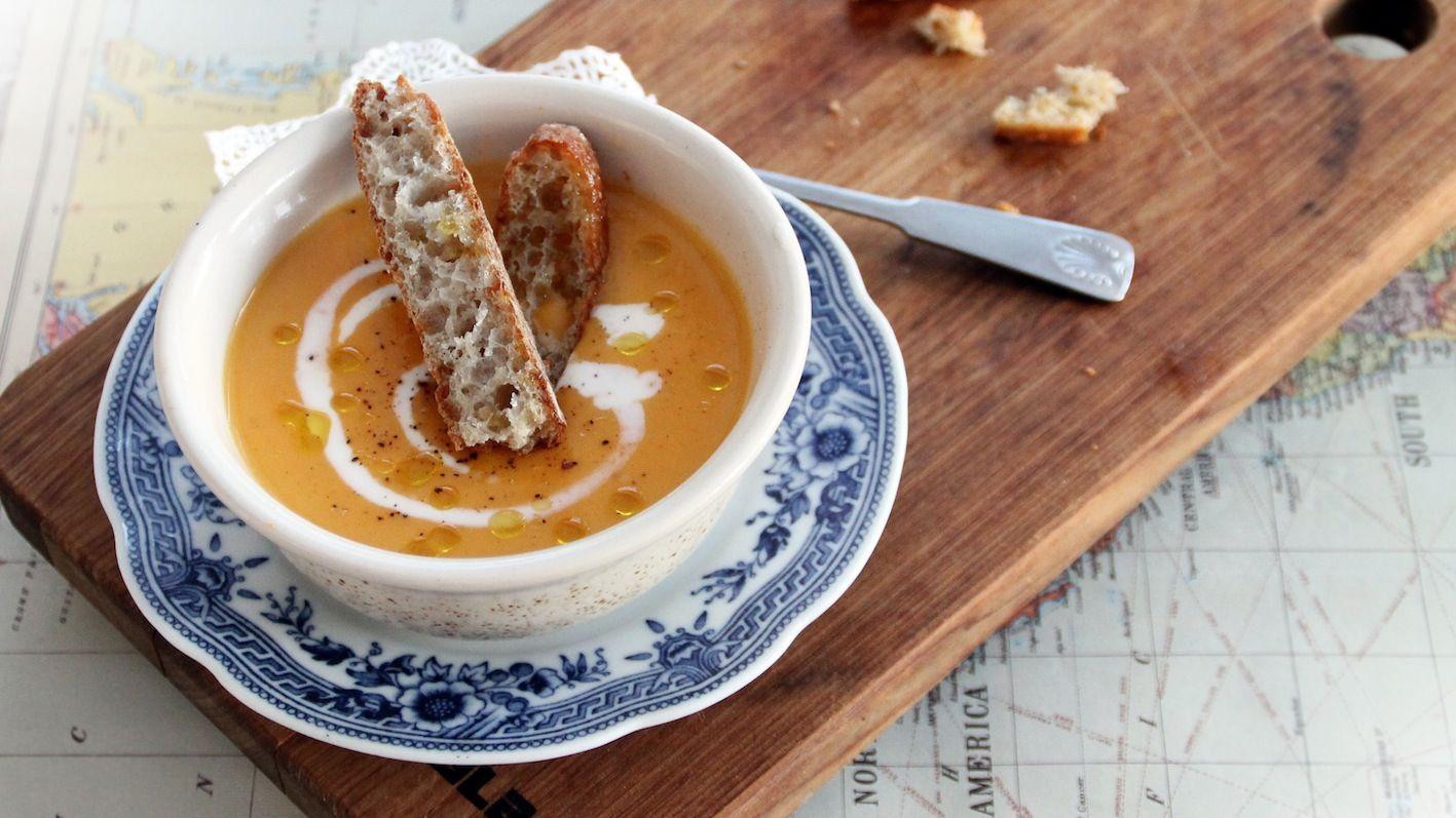 Sweet potato soup from free issue 4 www.tuttifruttimagazine.com Photo & Recipe Lotta Koistinen. Tuttifrutti Magazine on suomalainen lifestyle-verkkolehti trendejä pelkäämättömille perheellisille. #soup #sweetpotato