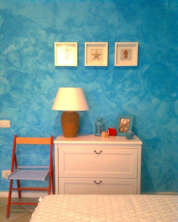 Figure g om trique en bleu ciel et peinture murale effet - Peinture murale bleu ...