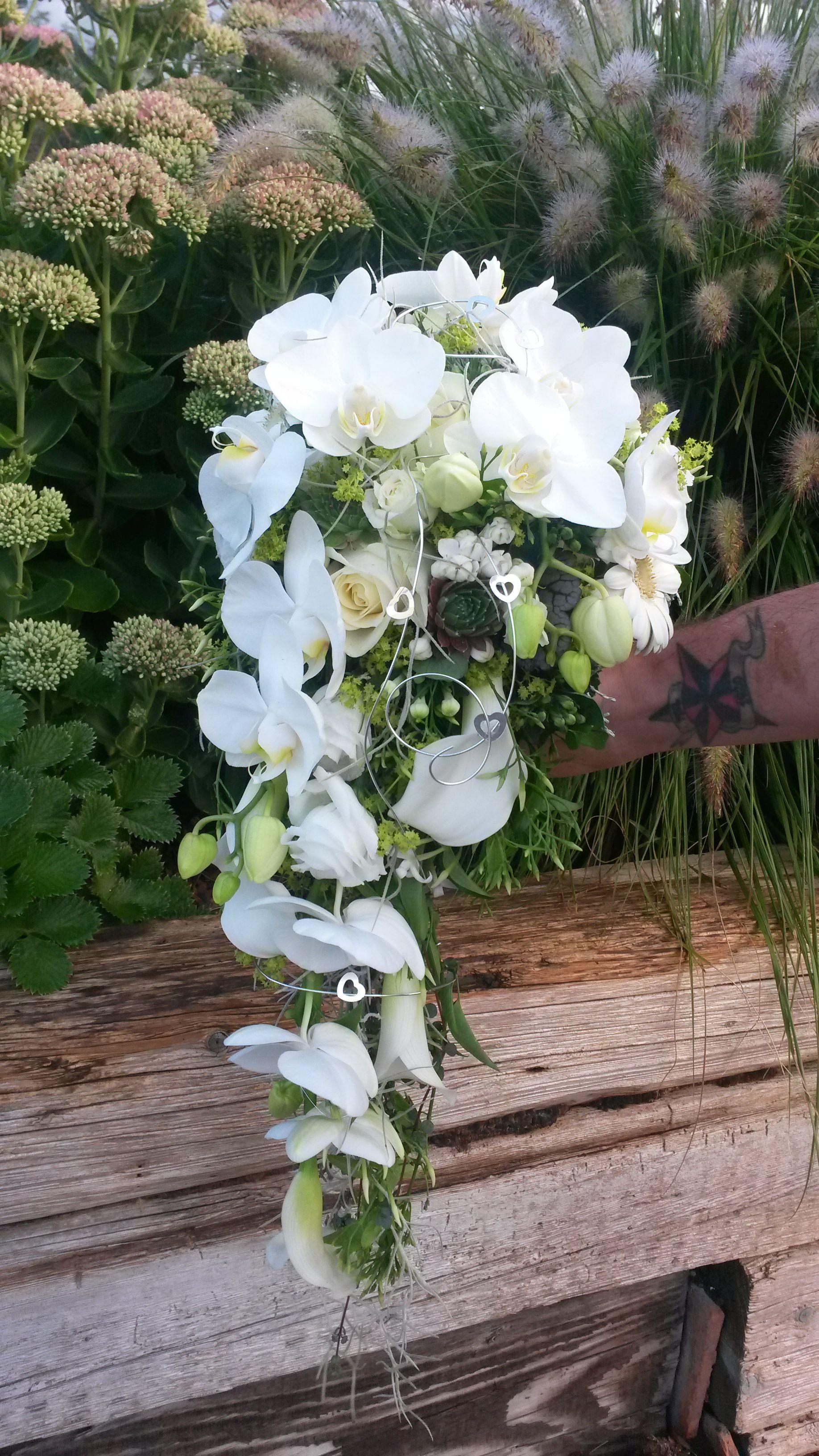 Brautstrauss Weiss Tropfen Abfliessend Orchideen Geflugelte