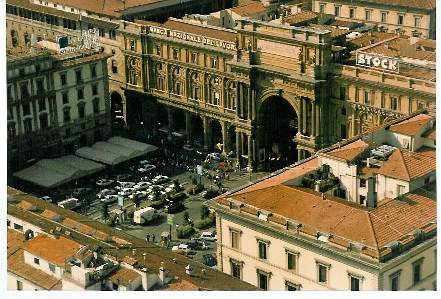 Piazza della Repubblica, Florence, Italy, we were here in late Sep 1988, this was our 2nd time here, we had been once before in 1985.