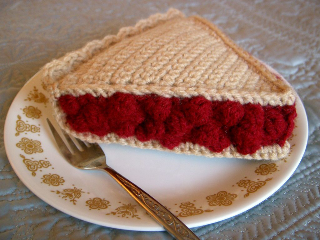 Free pattern crochet cherry pie slice crochet crochet food free pattern crochet cherry pie slice crochet hello everyonehere is a free pattern for my crochet cherry pie as entered in the ongoing food bankloansurffo Choice Image