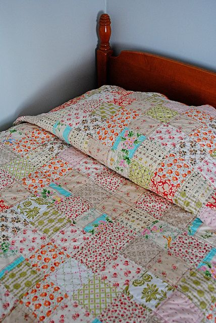 I love this sweet quilt.