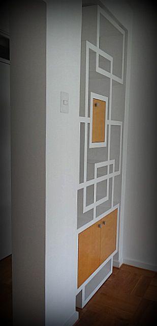 Separador de ambientes de dise o irregular con puertas for Disenos de puertas de madera