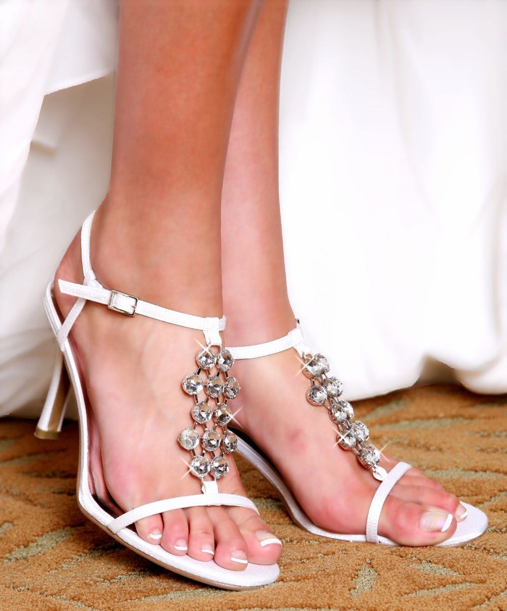 En Vogue Dyeable Bridal Wedding Shoes #WeddingShoes #BridalShoes  #withthisbling