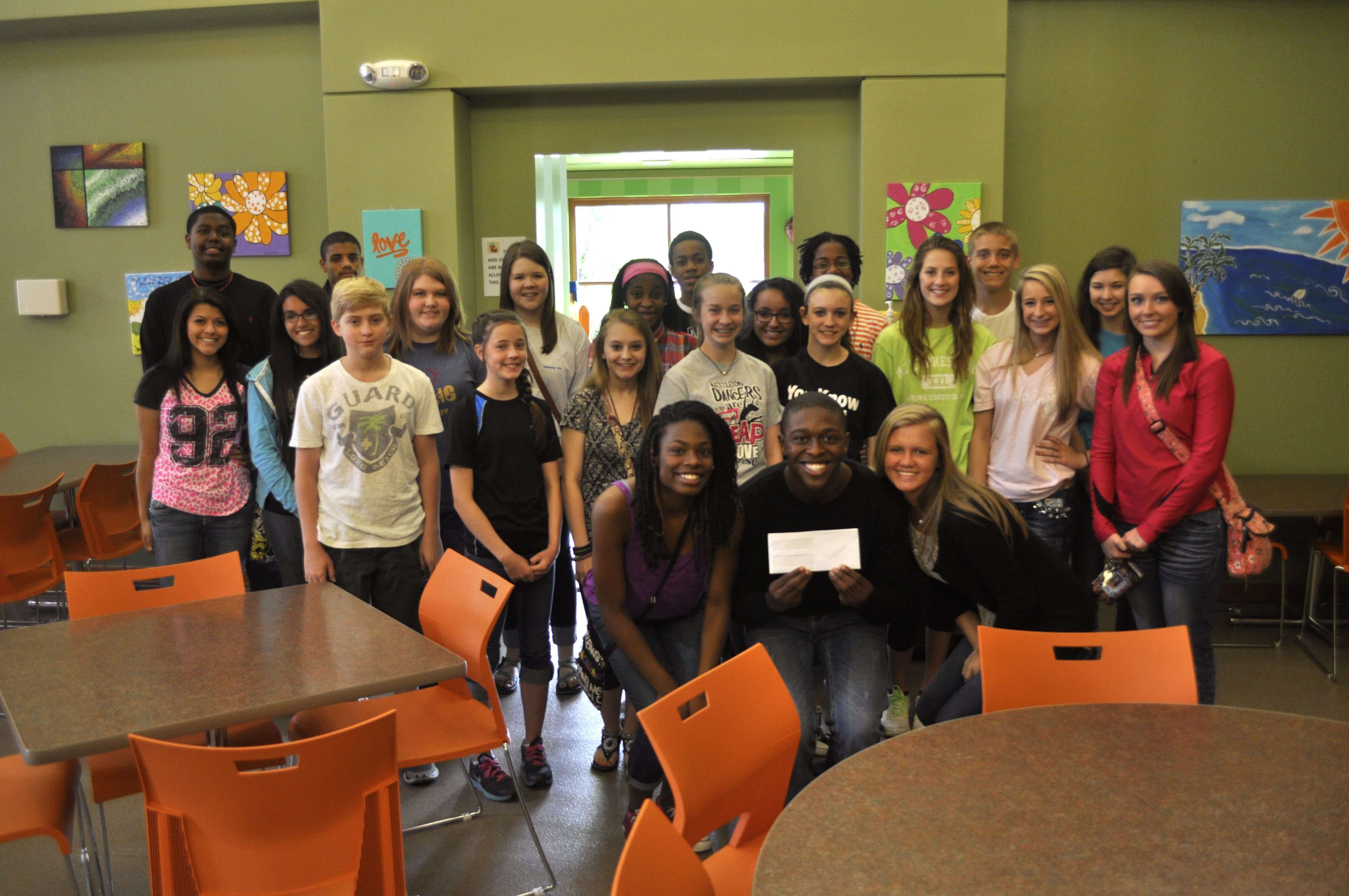 Student Council Members From Nettleton Junior High School In Jonesboro Ark Donated 500 That They Rais Junior High School How To Raise Money Student Council