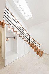 Photo of Holztreppenschrank unter der Treppe