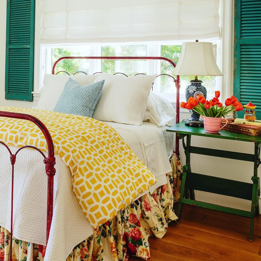 love the white linens with the pops of color, the green ...
